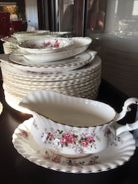 "Beautiful Royal Albert ""Lavender Rose"" 12- piece +++ serving set"