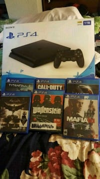 Sony PS4 console with controller and game cases Houston, 77029