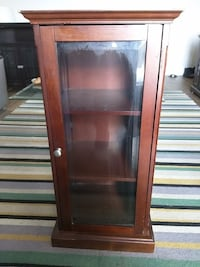 Display case Hamilton, L8E 1J7
