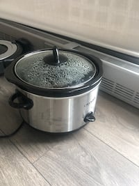 stainless steel and black slow cooker 阿灵顿, 22209