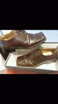 pair of brown leather dress shoes Buena, 08326