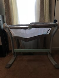 Baby's gray and white bassinet Quantico, 22134