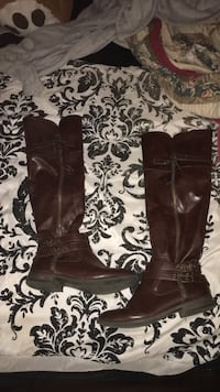 Pair of brown leather boots Seymour, 37865