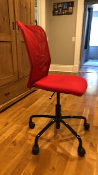 Red Adjustable height office/desk chair Oakville, L6J 2Z1