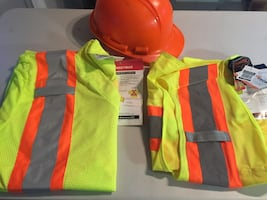 Construction Gear reflective Vest and short with hard hat