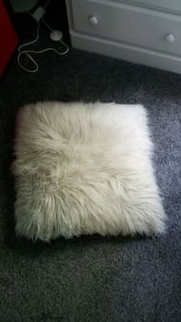 white and gray fur textile Dearborn Heights, 48125
