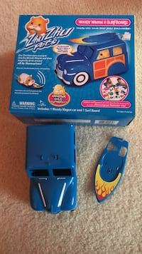 Zhu zhu pet wagon and surfboard- can go with other sets  Clarksville, 21029