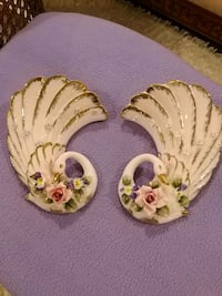 Set of 2 vintage, collectable wall vases Laval, H7G 1G2