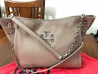 Authentic Tory Burch. in very good condition. New Westminster, V3M