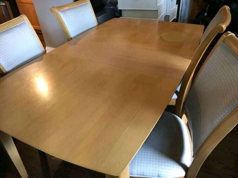 Table with four chairs. 3d588d88-35a2-47ad-ae49-8f7585b6aebf