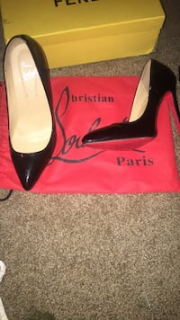 pair of black leather pointed-toe pumps North Las Vegas, 89084