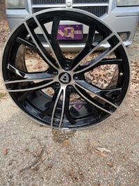 "22"" Rims. Had less than a year. Very good condition."