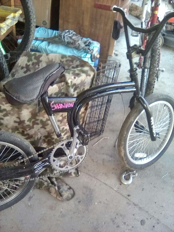 black huffy slither cruiser bike