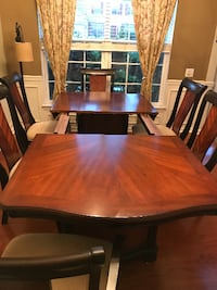Dining Table 8 seats size with 6 chairs Charlotte
