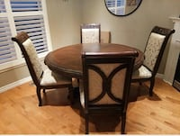 Great solid wood round shaped dining table with a leaf & 4 chairs Whitby, L1R 0B9