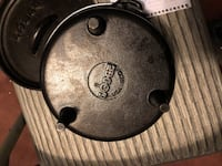 #8 lodge footed Dutch oven Bremerton, 98310