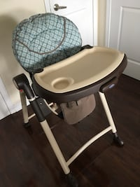 Graco high chair w/ extra cover Toronto, M6H 3T7