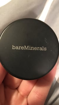 round black Bare Minerals compact makeup