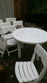 round white wooden table with four chairs Longueuil, J4K 2W6