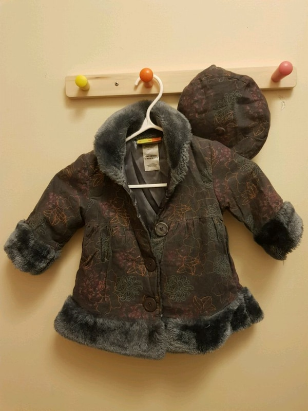 Little girl coat with matching hat (size 12 months 71af924b-ba95-43a0-9dff-75db4ba260b2