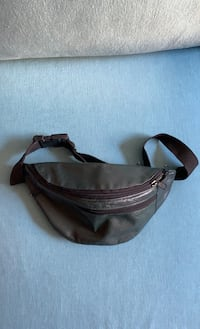 Leather fanny pack with 4 zippered compartments