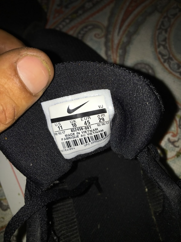 90e3dc2795327 Used Nike fits good for running size 11 for sale in San Antonio - letgo