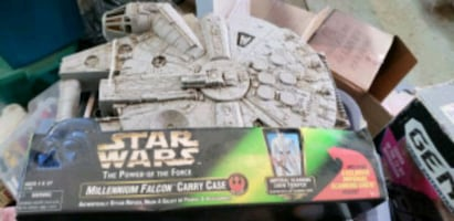 Star Wars Millennium Falcon box