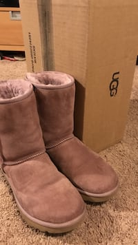 NIB Classic II Uggs. Sold out color. Size 8. Make an offer. Dundalk, 21222
