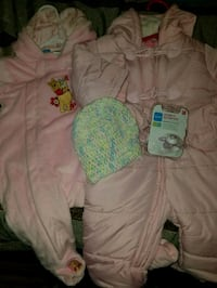 Snow suit 6-9month and 12months 113 mi