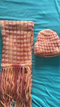 Pink and orange knit beanie with fringe scarf Montréal