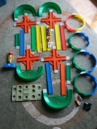 Darda car race set with 8 cars Kitchener, N2M 1S7