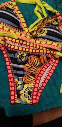 bathing suit small never worn  Roswell, 30075