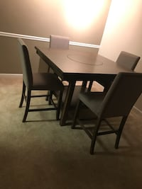 Dining Table w Chairs and Bench