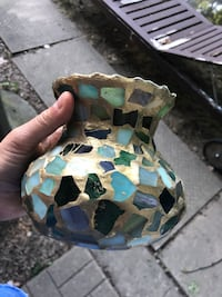 Attractive gold and glass vase Toronto, M3H 3C1