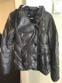 black leather zip-up jacket Montréal, H8N 2S2