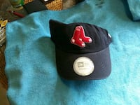 black and red fitted cap Dennis, 02660