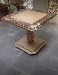 Small distressed table 903 mi