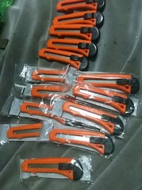 15 brand new utility knives pickup only add 20 blades for 13$ total