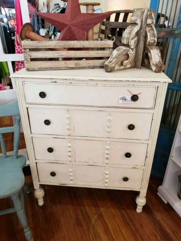 pretty nice b41f4 1f78f Vintage shabby chic farmhouse chest of drawers