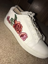 Rose sneakers  Idaho Falls, 83402