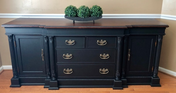 Black buffet table  323e78eb-f782-4467-b20e-4e9cb060ad19
