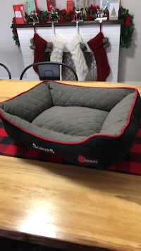 Small dog bed... thermal self heating BNWT... my dog did not like it..