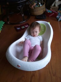 fisher price baby bath tub (baby is not included) Hyattsville, 20782