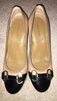 Tahari tan black heels size 7.5 Glenwood, 21738