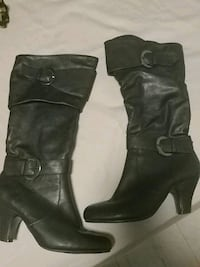 pair of black leather heeled boots Toronto, M6N 1Y3