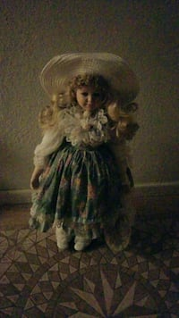 blonde haired female doll wearing blue dress Fairfield, 94533