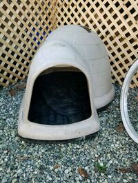 white and black pet carrier 3755 km