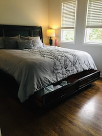 King Bedroom Set for Sale-Great condition! CHICAGO