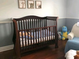 Crib and changing table dresser, Italian made in good condition
