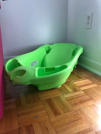 green and white plastic bather Montréal, H1W 3S4